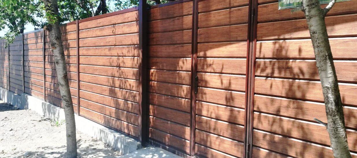 Забор из металлосайдинга ЕВРО-БРУС Каштан фото1