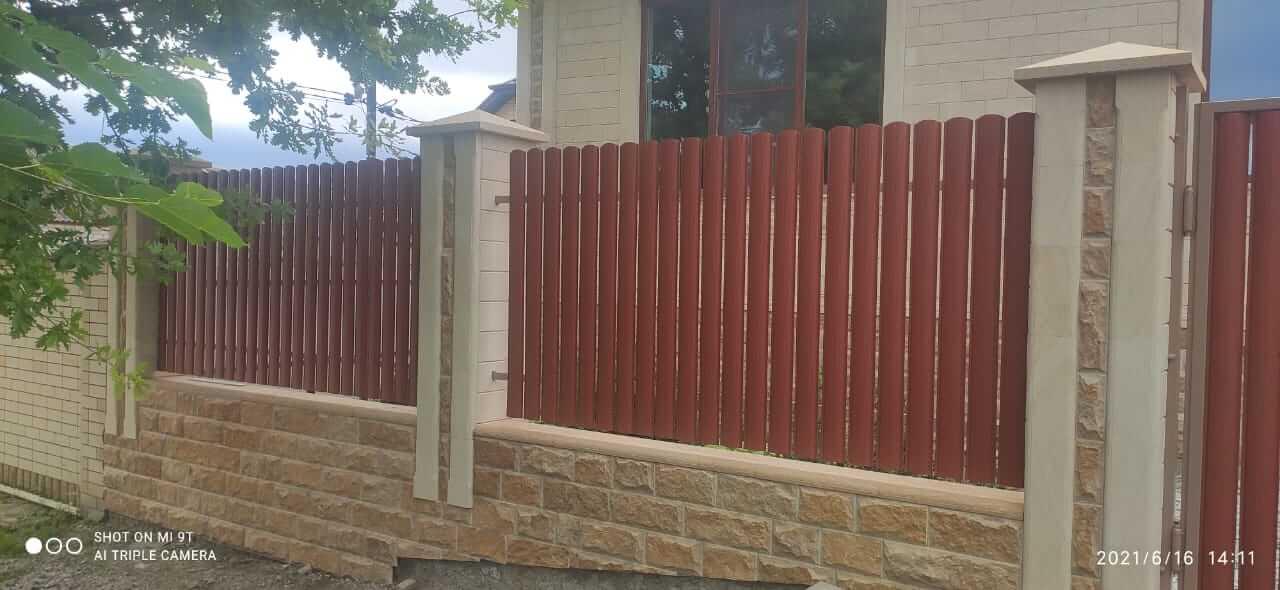 забор из штакетника Терракотовый Стальной Бархат фото2